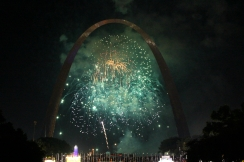 Fair Saint Louis fireworks under the Gateway Arch, Saint Louis.