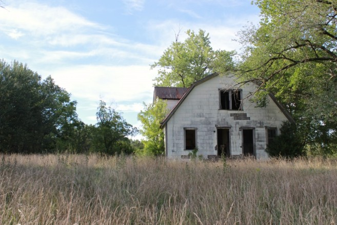 abandoned-house-old-field